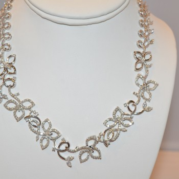 7110   - 18K WHITE GOLD LADIES DIAMOND NECKLACE